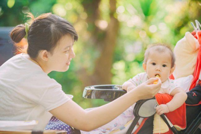 Cho bé ăn dặm quá sớm có ảnh hưởng gì? Đáp án từ chuyên gia